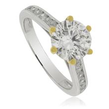 Hermoso anillo solitario con piedra zirconia y bellos acabados en baño de oro de 14K