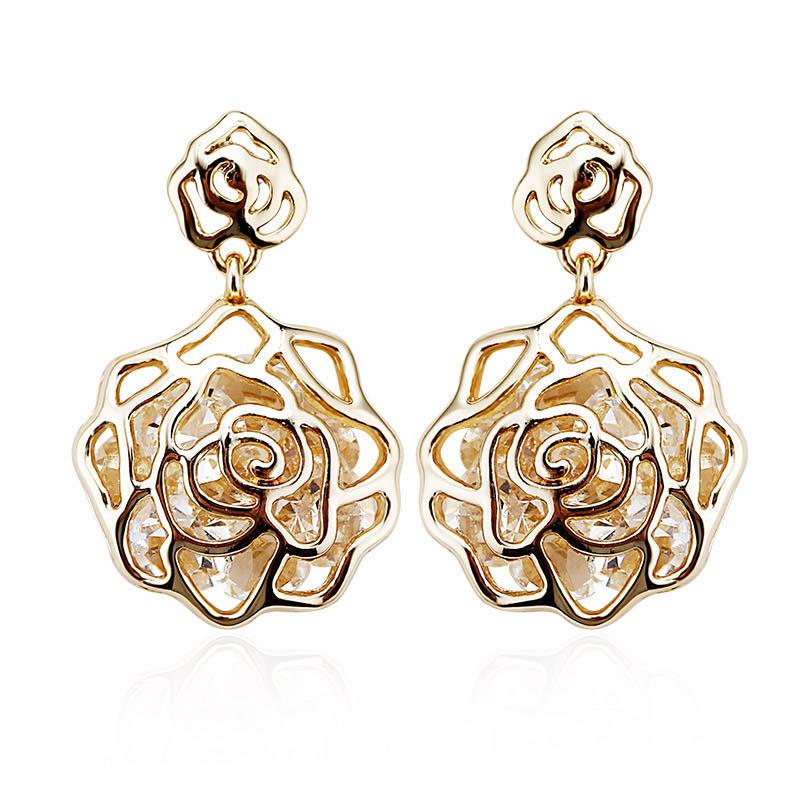 Beautiful 18k Gold Flower Shaped Earrings In Bloom