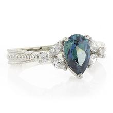 Anillo de Plata de Ley con Diamante Azul