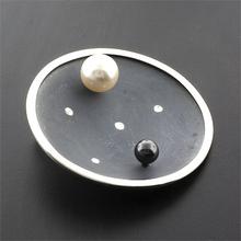 Dije de Plata Oxidada con Perlas