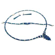 Elegante Juego de Ópalo de Fuego Azul con Collar, Pulsera y Aretes en Plata .950