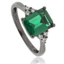 Gorgeous Emerald .925 Black Silver Ring