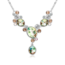 Hermoso Collar de Cristales Swarovski en Tonos Verde y Marron con Rodio