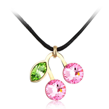 Collar Swarovski de Cerezas Color Rosa Claro