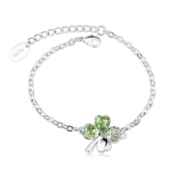 Swarovski Bracelet with Peridot colored clover