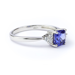 Elegant Sterling Silver Ring with Tanzanite