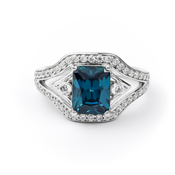 Beautiful Silver Ring with Alexandrite (Blue / Green)